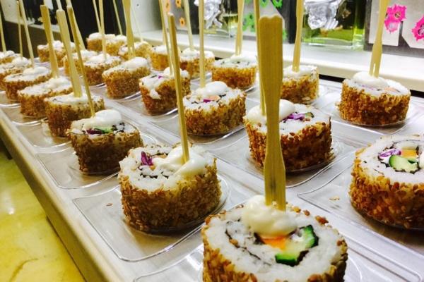 sushi-catering-28DD1EBF5-F8B5-CD21-44E1-234160A6B6C7.jpg